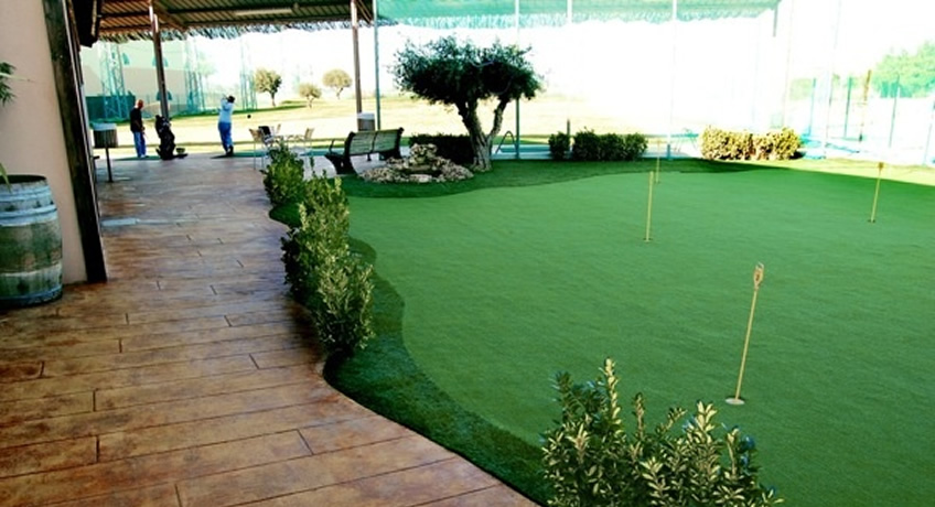 Venta e instalacion grass sint tico golf for Garajes con jardin